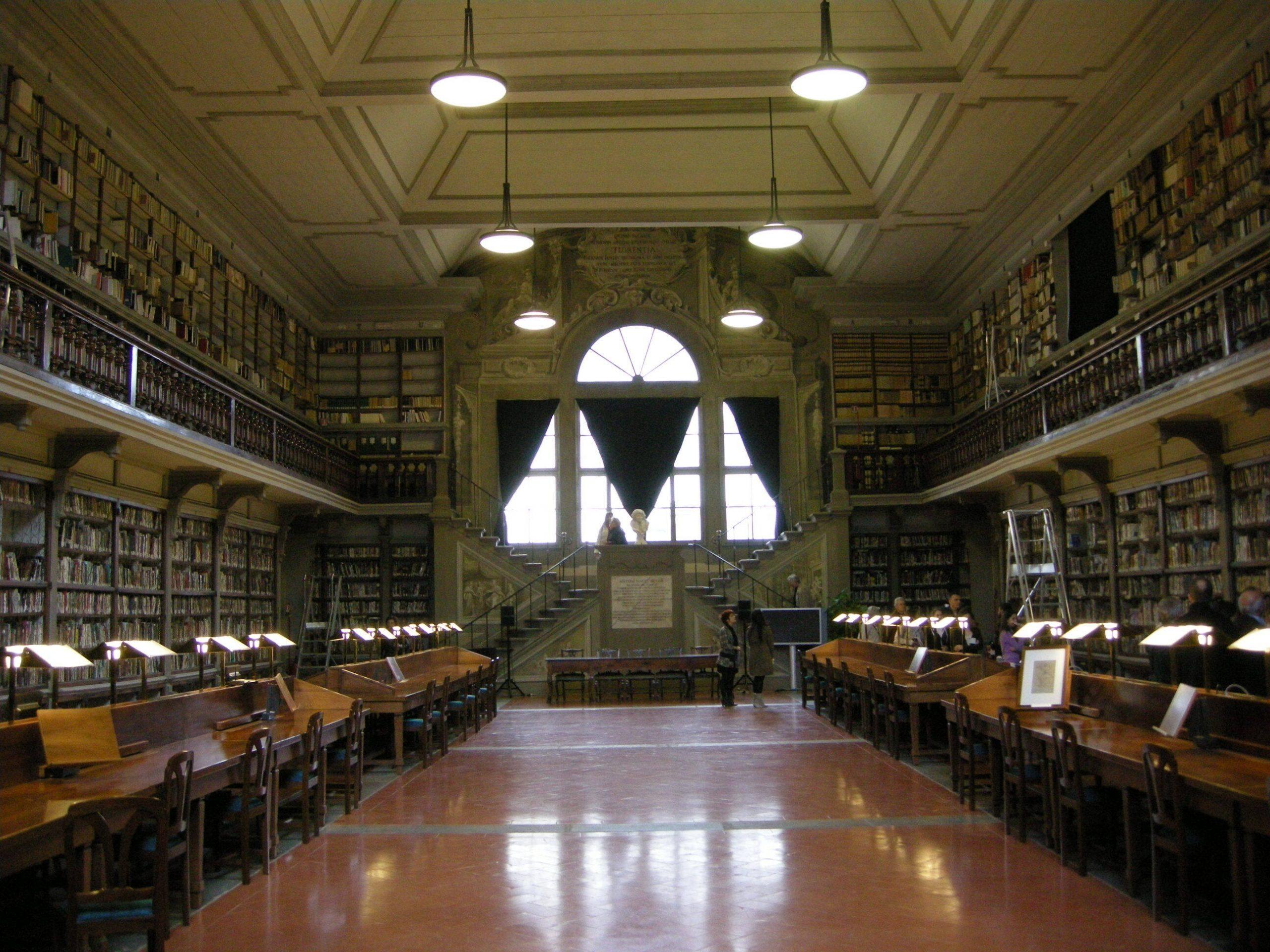 Interno della biblioteca degli Uffizi di Firenze.