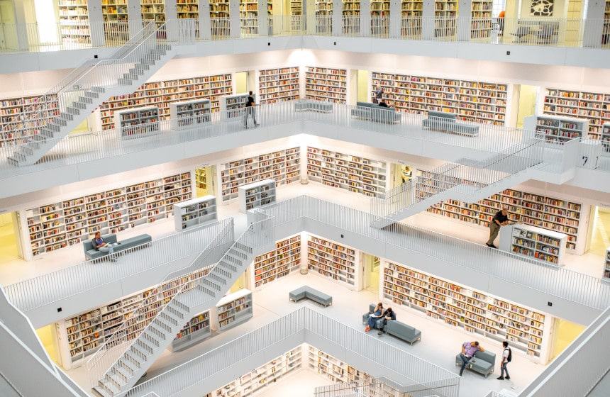 Interno della biblioteca pubblica di Stuttgart
